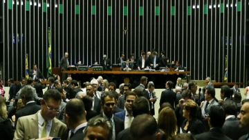 Com votação apertada, é aprovada a reforma Trabalhista na Câmara